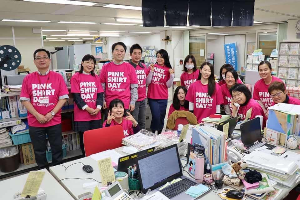 ピンクTシャツを着用した東京ボランティア市民活動センターのスタッフのみなさま